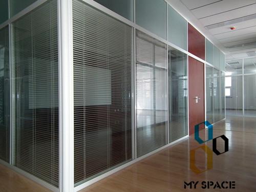 日字型办公玻璃隔断
